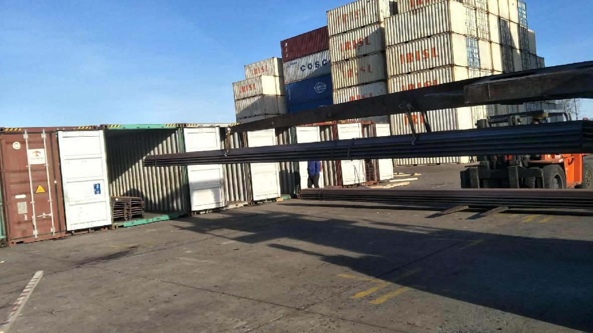 Steel sheet pile SY390 loading to container,size :SY390